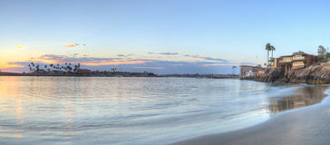 Sonnenuntergang über dem Hafen in Corona del Mar lizenzfreie stockfotos