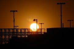 Sonnenuntergang über dem Hafen von Oakland Lizenzfreie Stockfotos
