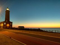 Sonnenuntergang über dem Leuchtturm stockbild