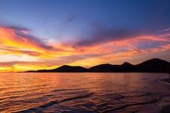 Sonnenuntergang über dem Meer, goldene Stunde auf dem Meer stockbilder