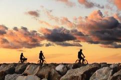 Sonnenuntergang über dem Pier Lizenzfreie Stockfotos