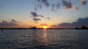 Sonnenuntergang über dem Schacht Stockfoto