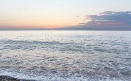 Sonnenuntergang über dem Schwarzen Meer in Batumi Stockbilder