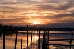 Sonnenuntergang über dem See Lizenzfreies Stockfoto