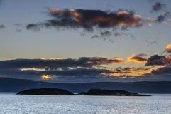 Sonnenuntergang über dem Spürhund-Kanal lizenzfreie stockfotos