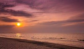 Sonnenuntergang über dem Strand stockfotografie