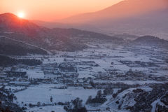 Sonnenuntergang über dem Tal Stockfotos