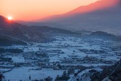 Sonnenuntergang über dem Tal Stockbild