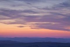 Sonnenuntergang über dem Val D'Orcia, Toskana, Italien Stockfotos