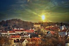 Sonnenuntergang über dem Vilnius Lizenzfreie Stockfotografie