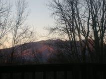 Sonnenuntergang über den Bergen Lizenzfreies Stockbild