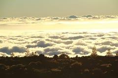 Sonnenuntergang über den cloouds in Teneriffa Lizenzfreie Stockbilder