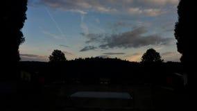 Sonnenuntergang über den Wäldern stock footage
