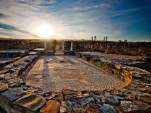 Sonnenuntergang über der alten römischen Stadt von Stobi im Th lizenzfreie stockfotografie