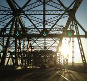 Sonnenuntergang über der Brücke Stockbild