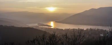Sonnenuntergang über der Donau-Schlaufe Lizenzfreie Stockbilder
