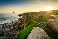 Sonnenuntergang über der Insel Lizenzfreie Stockfotografie