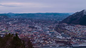 Sonnenuntergang über der Stadt. Bergen, Norwegen. Zeitspanne stock footage