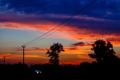 Sonnenuntergang über der Straße lizenzfreie stockbilder