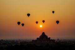 Sonnenuntergang über Dhammayangyi-Tempel in Bagan, Myanmar Stockbild