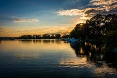 Sonnenuntergang über Duck Creek in Essex, Maryland stockfotos