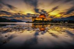 Sonnenuntergang über Eilean Donan Castle in Schottland stockbild