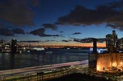 Sonnenuntergang über einem Manhattan lizenzfreies stockbild
