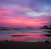 Sonnenuntergang über einem Strand in Japan Lizenzfreies Stockfoto