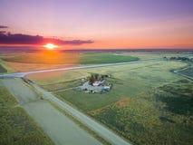 Sonnenuntergang über einer Ranch lizenzfreies stockbild
