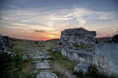 Sonnenuntergang über einer Zivilisation Stockbilder