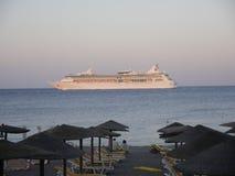 Sonnenuntergang über Ellie Beach, die der nächste Strand zu Rhodes Town ist und mit Einheimischen und Touristen ebenso populär is lizenzfreies stockfoto