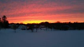 Sonnenuntergang über gefrorenem Fluss Lizenzfreies Stockfoto