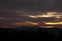 Sonnenuntergang über Hügeln Lizenzfreie Stockfotografie