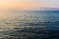 Sonnenuntergang über Horizont lizenzfreie stockfotos