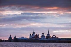 Sonnenuntergang über Kloster Stockbild