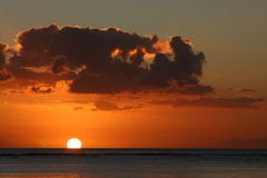 Sonnenuntergang über Mauritius Lizenzfreie Stockbilder