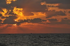 Sonnenuntergang über Meer Lizenzfreie Stockfotos