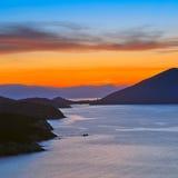 Sonnenuntergang über Mittelmeer lizenzfreie stockbilder