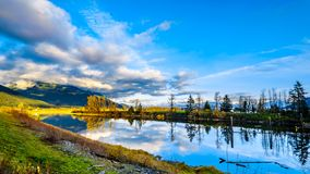 Sonnenuntergang über Nicomen Slough im Britisch-Columbia, Kanada stockfotos