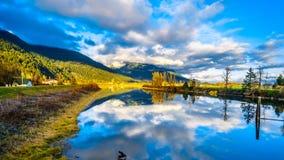 Sonnenuntergang über Nicomen Slough im Britisch-Columbia, Kanada stockfoto