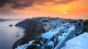 Sonnenuntergang über Oia Santorini Stockbilder