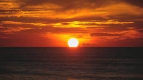 Sonnenuntergang über Ozean stock video