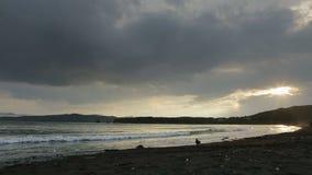 Sonnenuntergang über Pazifischem Ozean in der Bucht Zavoiko stock video
