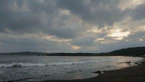 Sonnenuntergang über Pazifischem Ozean im Bucht Zavoiko-Vorrat-Gesamtlängenvideo stock video footage