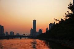 Sonnenuntergang über Pearl River Sommerzeitabend in Guangzhou Stockfotografie