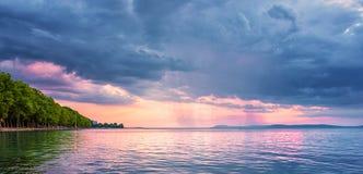 Sonnenuntergang über Plattensee Lizenzfreie Stockfotos