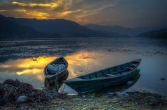 Sonnenuntergang über Pokara See Lizenzfreies Stockbild