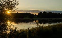Sonnenuntergang über See in Dänemark Lizenzfreie Stockfotos
