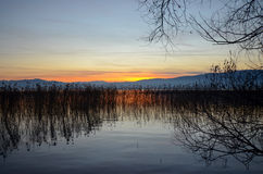 Sonnenuntergang über See ohrid, Macedonia lizenzfreie stockbilder