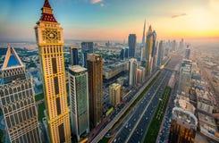 Sonnenuntergang über Sheikh Zayed Road, Dubai Stockbilder